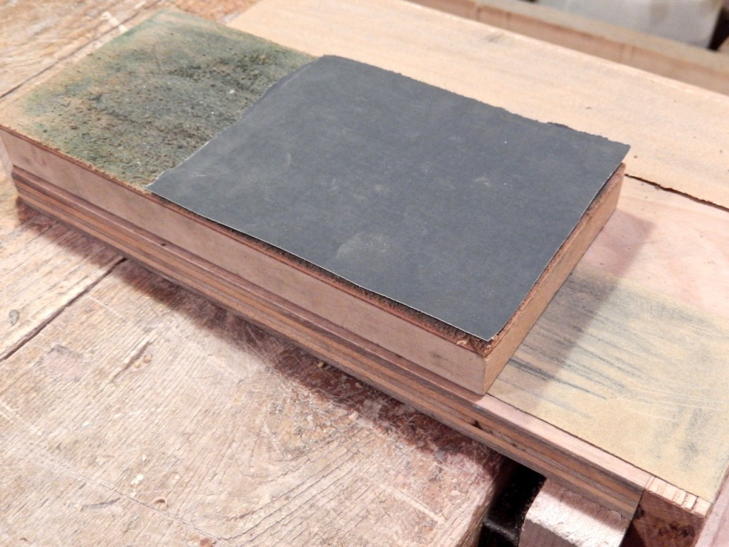 Sometimes I decide to place the 600 grit sandpaper over the strop instead of the 180 grit paper.