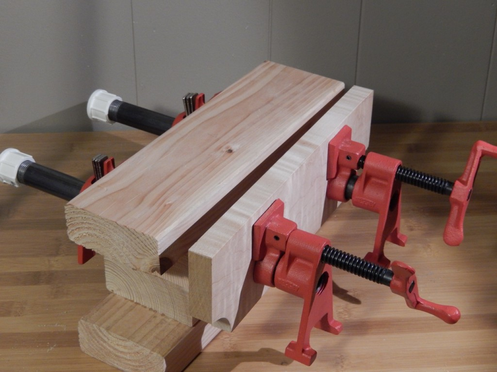 The two pipe clamp Bench bull allows you to tightly clamp tapered parts