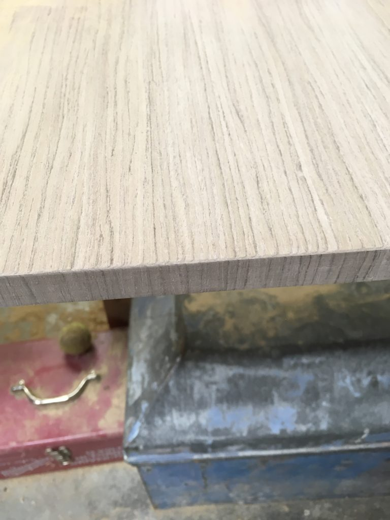 How to create a striking continuous grain veneered edge