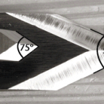 The Chester Toolworks knife has the largest angle at the tip (75°) while the Hock knife below it has the smallest angle (50°). The higher the angle, the more upright you hold the knife in use