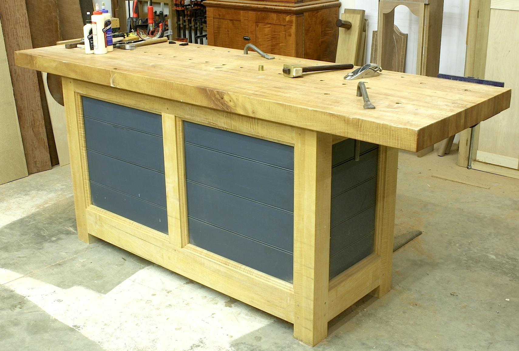 Beautiful ShakerStyle Workbench  Woodsmith Plans