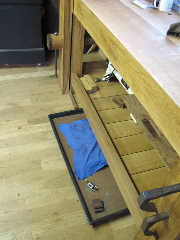 sharpen_tray_under_bench_IMG_9073